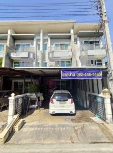 For SaleTownhousePattanakan, Srinakarin : House for sale Town Avenue 22/2 (Town Avenue) @ Krungthep Kreetha 7 intersection 4 in front of the house does not hit anyone. It's a home for the project.