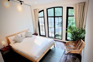 For RentTownhouseSathorn, Narathiwat : Urgent Rent ++ Loft Style Townhome ++ Great Location ++ BTS Surasak 🚅++ Available @45000 🔥🔥
