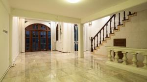 For RentHouseSukhumvit, Asoke, Thonglor : 5 bedroom house for rent in Ekkamai, price negotiable.