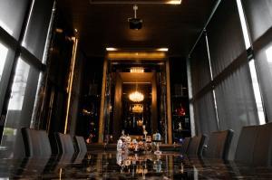 ขายบ้านพระราม 5 ราชพฤกษ์ บางกรวย : ขายบ้านหรู Modern Luxury หลังใหญ่ High Ceiling ถนนบางศรีเมือง