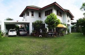 For SaleHouseBang kae, Phetkasem : Single house for sale, very wide area, convenient transportation, shady, Soi Petchkasem 28, the beginning of the alley, near Bang Phai BTS.