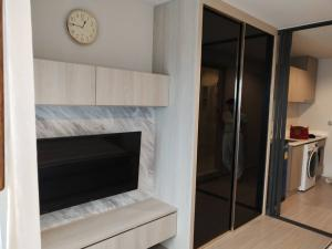 For RentCondoLadprao, Central Ladprao : C1134 Condo for rent: Life Ladprao, next to bts Ladprao, near Central Ladprao # There is a washing machine, built-in furniture.