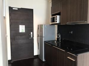 For RentCondoRatchathewi,Phayathai : 🔥 Very good price, beautiful decoration, ready to move in, good location, near BTS Phayathai 🔥 Ready to end every dew Ideo Q Phayathai 1 bedroom 1 bathroom, appointment can be arranged 24 hours Tel.088-111-3060