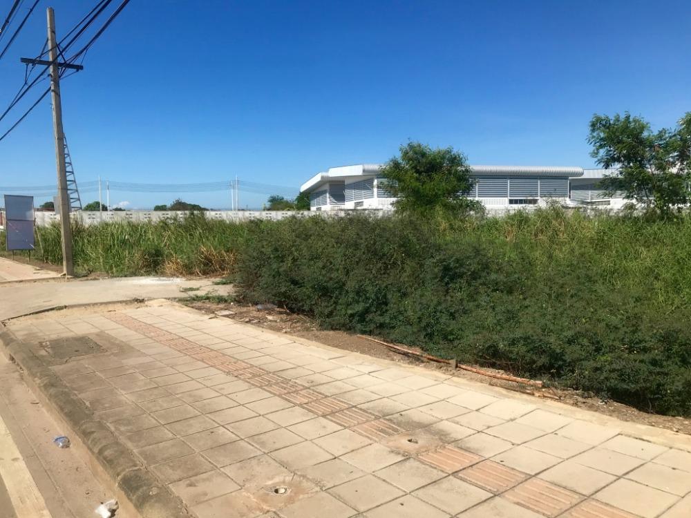 For SaleLandLadkrabang, Suwannaphum Airport : Land on Chalong Krung Road, 16 rai, behind Lam Phakchi Canal, 76 meters wide, near Lat Krabang Industrial Estate