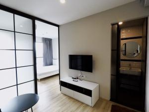 For RentCondoPinklao, Charansanitwong : For rent Brix condo - Charan 64 (Bang Phlat intersection) - next to MRT Sirindhorn (MRT in front of the condo)