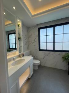 For SaleTownhouseRama3 (Riverside),Satupadit : Selling : Luxury House In Rama 3 , 3 Bed bed 4 bath 2 Parking Lot , 361 sqm , 28 sqw