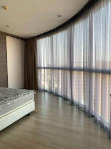 For SaleCondoOnnut, Udomsuk : *** Urgent sale!!! Skywalk condominium*** 1 bedroom, 1 bathroom, 52 sq.m., corner room, fully furnished****