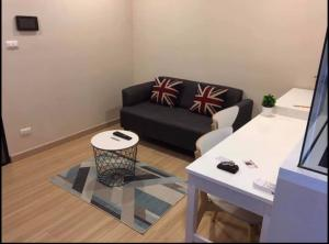 For RentCondoPinklao, Charansanitwong : Chateau Intra Charansanitwong 96/2, 8th floor, price 8,000 baht (including common fee)