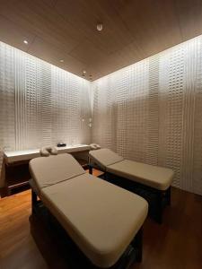 """ขายคอนโดวิทยุ ชิดลม หลังสวน : Selling : """"The Residence At Sindhornski Hotel"""" with Full Furnisher , 3 Bed 3 Bath + 1 Maid Room , Chidlom BTS , 215 sqm , Floor 17   ขายคอนโดหรูย่านชิดลม """"The Residence At Sindhornski Hotel"""" ห้องพร้อมอยู่   3 ห้องนอน 3 ห"""