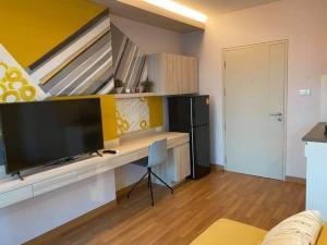 For RentCondoSapankwai,Jatujak : LPN Chatuchak, beautiful room, city view, has a washing machine