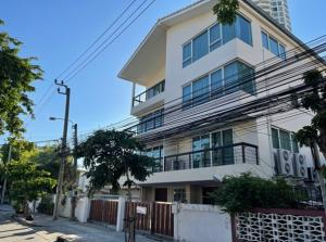 For RentTownhouseSathorn, Narathiwat : Townhome for rent, 4 floors, good location, on Narathiwat Ratchanakarin Road, Sathorn, 6 air conditioners, 2 parking spaces, suitable as an office, can register a company