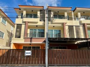 For RentTownhouseRattanathibet, Sanambinna : For Rent 3-storey townhome for rent, 2 booths, hit through, Sethi Villa Village, Sanam Bin Nam, near MRT Intersection Nonthaburi, very beautiful house, can park 4 cars, 6 air conditioners, fully furnished, can live or be an office, can register a company