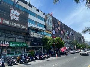 For RentShophousePattaya, Bangsaen, Chonburi : Commercial building next to Laem Thong, Chonburi, opposite Burapha University
