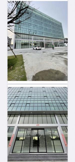 เช่าสำนักงานเลียบทางด่วนรามอินทรา : อาคารสำนักงาน7ชั้นให้เช่า ติดถนนใหญ่เลียบด่วนรามอินทรามีพิ้นที่จอดรถรอบอาคาร 50 คัน พิ้นที่ใช้สอยทั้งหมด 3,200 ตาราเมตร มีลิฟต์ 2 ตัว ขนาด 1000kgไฟฟ้า ประปา ห้องน้ำ พร้อมเข้าอยู่ส่วนตัว ร่มรื่น สดวกใจกลางเมือง สนใจติดต่อ 0996203822 กี้