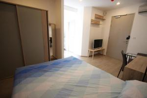 "For RentCondoSiam Paragon ,Chulalongkorn,Samyan : 🔥 For rent "" Ideo q Chula-Samyan "" beautiful room, corner room, good price 🔥 ready to move in, contact line id: @arunestate"
