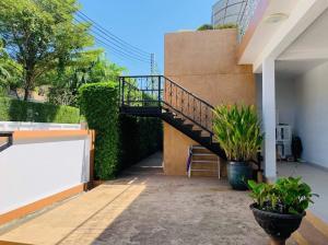 For RentHousePattaya, Bangsaen, Chonburi : For Ren ( Rent) Baan Pool Villa 2 Pattaya