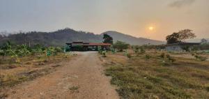 For SaleLandSaraburi : Land for sale with a title deed next to a canal, 3 rai (including buildings), Huai Haeng Subdistrict, Kaeng Khoi District, Saraburi Province