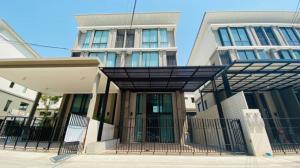 For SaleTownhousePattanakan, Srinakarin : Townhome for sale, home office, Patio, Rama 9-Pattanakarn -38, area 29 sq. wa., 3 bedrooms, 3 bathrooms, 3 and a half floors high, MRT Yellow Line - Phatthanakan Station