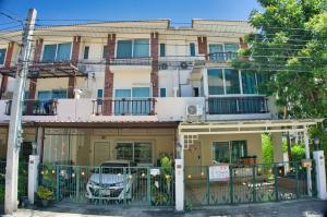 For SaleTownhouseLadkrabang, Suwannaphum Airport : Townhome for sale, Supalai Suan Luang, Chaloem Phrakiat Rama 9 Road, near Suvarnabhumi Airport, near Robinson Lifestyle Ladkrabang, Lang Rim, Prawet, Prawet, Bangkok.