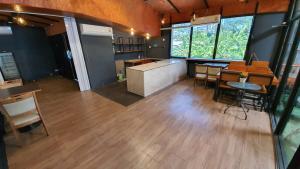 เช่าพื้นที่ขายของ ร้านต่างๆนานา : ปล่อยเช่าพื้นที่ร้านกาแฟ BTS นานา สุขุมวิท 1