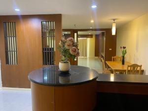 For RentCondoSilom, Saladaeng, Bangrak : For Sale/Rent State Tower Condominium (88.52 sqm.)