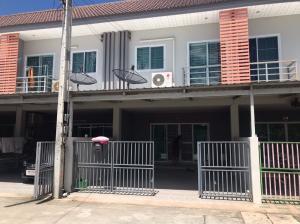 For SaleTownhousePattaya, Bangsaen, Chonburi : Selling cheap 2.15 million Townhouse 2 floors Chokcharoen Garden Village 2 near Amata Nakorn.