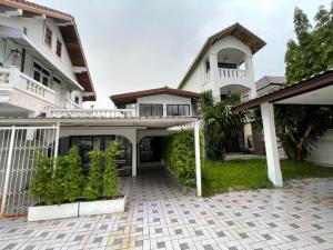 เช่าบ้านพระราม 9 เพชรบุรีตัดใหม่ : Home Office for RENT Rama 9 [โฮมออฟฟิศ ให้เช่าพระราม 9 ใกล้ The Nine เหมาะทำคาเฟ่มากๆ]