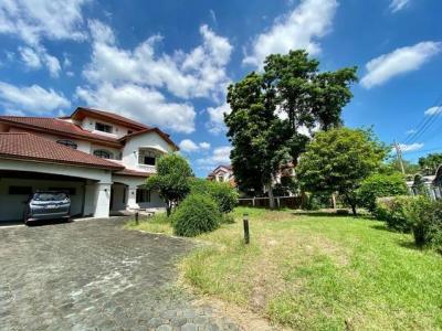 ขายบ้านพัฒนาการ ศรีนครินทร์ : ขายและให้เช่าบ้านเดี่ยว 3 ชั้น 277 ตรว. 5 ห้องนอน หมู่บ้านลัดดาวัลย์ ศรีนครินทร์ เฟอร์พร้อมอยู่