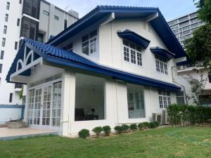 For RentTownhouseSukhumvit, Asoke, Thonglor : House for rent in Soi Ekamai 19, can live and do business.