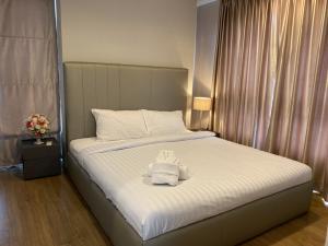 For RentCondoSathorn, Narathiwat : Urgent Rent ++ High Floor ++ Fuse Chan Sathorn Condo++ Good Decor ++BTS Surasak ++ Available @23000 Negotiable 🔥🔥