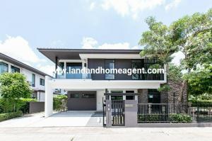 ขายที่ดินบางนา แบริ่ง : ขาย หรือ ให้เช่า บ้านเดี่ยว มัณฑนา บางนา กม.7 หลังใหญ่แปลงมุม พร้อมเฟอร์ สวยสภาพดี Sell or Rent a single house Manthana Bangna Km.7, large house, corner plot, complete with beautiful furniture, good condition.  ราคาเสนอข