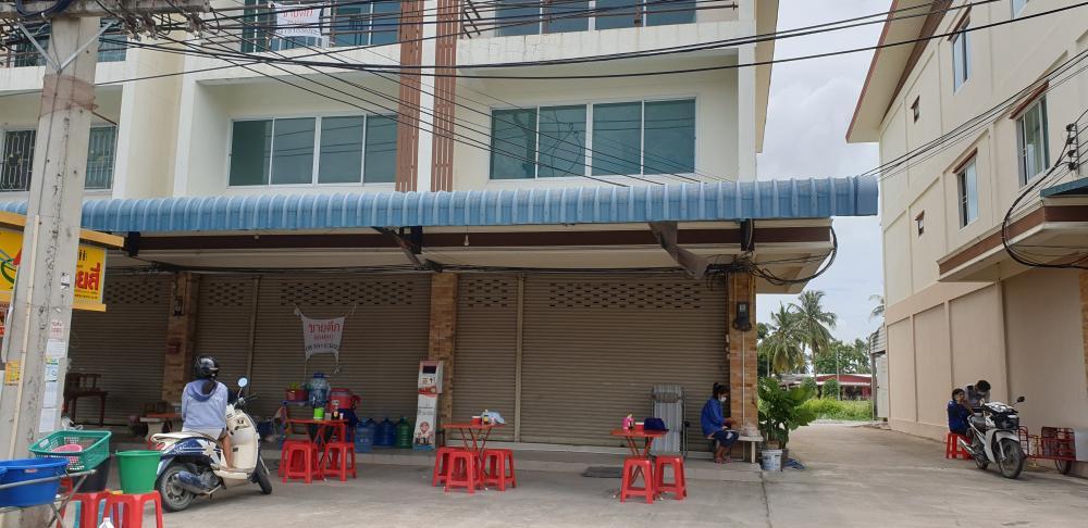For SaleShophousePattaya, Bangsaen, Chonburi : 3 storey commercial building for sale, 2 booths