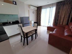 For RentCondoRatchadapisek, Huaikwang, Suttisan : Condo for rent Quinn Ratchada 17 Beautiful one bedroom pool view.