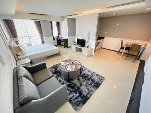 For RentCondoOnnut, Udomsuk : Condo for rent **Pets Friendly** - Waterford Sukhumvit 50 - Studio, 43.5 sqm. Fully furnished