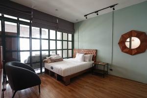 For RentCondoWongwianyai, Charoennakor : Condo for rent Baan Sathorn Chaopraya fully furnished (Confirm again when visit).