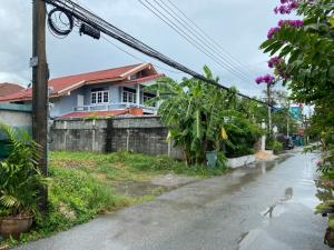 For SaleLandVipawadee, Don Mueang, Lak Si : Land for sale in Soi Phahon Yothin 69, at the entrance of Soi Sai Yut BTS, suitable for building a house.