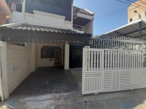 For RentHouseLadprao, Central Ladprao : House for rent 50 sq m. Ladprao 38 near MRT Ladprao and Ratchada-Ladprao intersection.