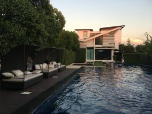 For SaleHousePattanakan, Srinakarin : Single house 55 sq m. Srinakarin - Krungthep Kreetha near Airport Link