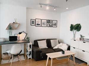เช่าคอนโดรัชดา ห้วยขวาง : คอนโดให้เช่า เฟอร์ครบแต่งสวยสไตล์ Muji ปลอด Covid เหมาะกับการ Work from Home + ฟรี High Speed Internet