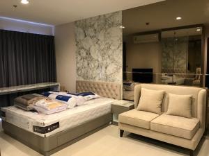 For RentCondoSukhumvit, Asoke, Thonglor : Condo for rent, Condo Rhythm Sukhumvit 36-38, size 24 sq.m., studio room price 15000 baht.