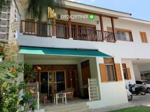 เช่าบ้านสาทร นราธิวาส : FOR RENT Single House 🏡 Nice decorated in Thai modern style with 2  Storey  👉Size 50 sqw 200-350 sqm  👉 Great Location Sathon soi 9 Close to BTS Saint Louis station  🚆
