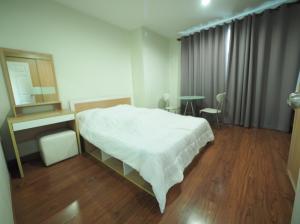 For RentCondoRatchadapisek, Huaikwang, Suttisan : Condo for rent Life @ Ratchada - Huay Kwang fully furnished (Confirm again when visit).