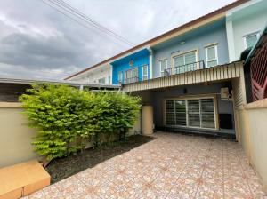 For RentTownhouseOnnut, Udomsuk : [Owner announced] for rent large townhome near True Digital Park and BTS Punnawithi, price negotiable.