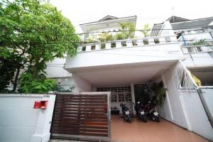 For RentTownhouseSukhumvit, Asoke, Thonglor : 🎊FOR RENT 3-storey HOUSE with 4 bedroom size 300 sqm. Location