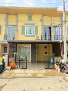 For RentTownhousePattanakan, Srinakarin : Townhome 2 floors, Golden town village, On Nut 65, furniture, electrical appliances, ready to move in