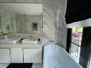 ขายบ้านสุขุมวิท อโศก ทองหล่อ : Selling : Luxury House with Private Pool & Private Lift In Prakanong , 3 Bed bed 4 bath 3 Parking lot, 301 sqm , 33.5 sqw   📌3 Mins to BTS  📌 Close to Hideway & Sukhumvit   🔥🔥Selling Price : 39,000,000 THB🔥🔥  #Hou