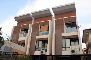 For RentHouseAri,Anusaowaree : RHT525 House for rent. Home office style, 3 floors, Soi Aree Samphan, near BTS Ari.
