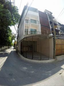 For RentTownhouseSukhumvit, Asoke, Thonglor : BH1029 Townhome for rent, 4 floors, 4 bedrooms, 3 bathrooms, behind the corner of Sukhumvit 65, convenient transportation near BTS2 BTS Ekkamai station 950 m. BTS Phra Khanong 980 m.