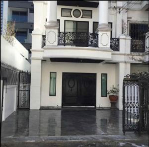 For RentHome OfficeSukhumvit, Asoke, Thonglor : Home office in SUKHUMVIT27 short walk to BTS MRT Asoke 300 sqm rental 80,000 baht