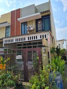 For SaleHouseLadkrabang, Suwannaphum Airport : 2 storey townhouse for sale, behind the corner